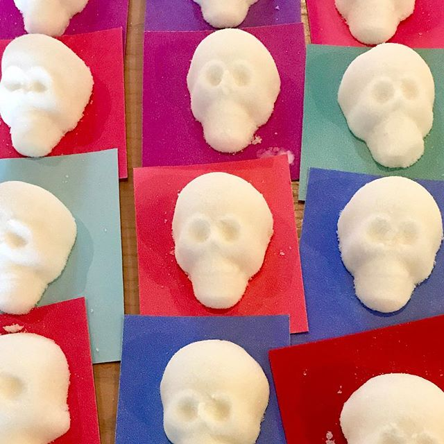 #SugarSkulls! Prepping for Sunday's #DayOfTheDead celebration at #KCParks @kansascitymuseum #diosdelosmuertos